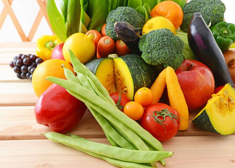 Cum să speli eficient fructele și legumele pe care le consumi zilnic?
