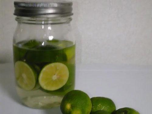 Borcanul cu ulei esențial de Sudachi poate crește absorbția de calciu în organism.